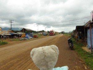 Ninnin remonte le Mékong : épisode 5 dans laos a-300x227